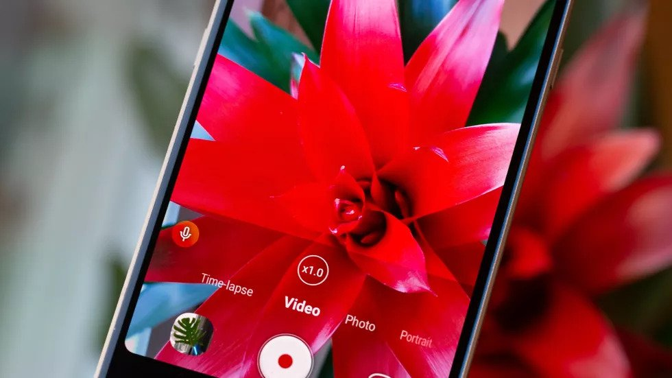 LG V60 ThinQ 5G e o alta interpretare a ecranelor pliabile